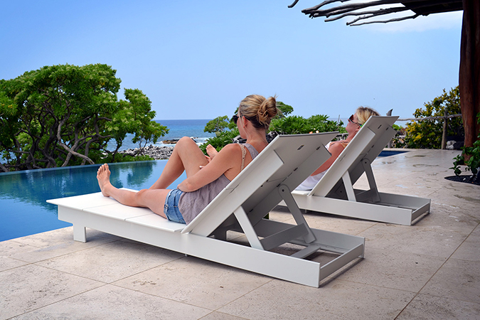 lollygagger_chaise_sunbed_pool_3