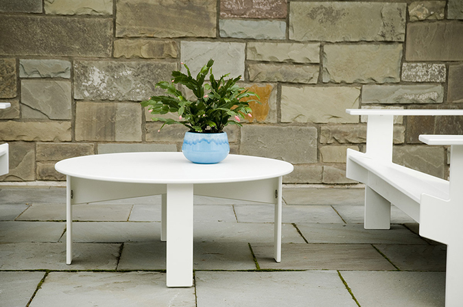 lollygagger_coffeetable_round_patio