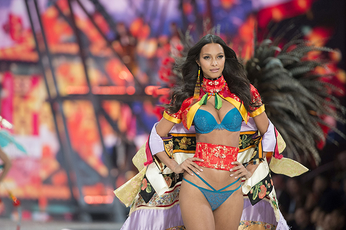 - - Paris, France - Lais Ribeiro at the 2016 Victoria's Secret Fashion Show held at the Grand Palais. AKM-GSI 30 NOVEMBER 2016To License These Photos, Please Contact : Maria Buda (917) 242-1505 mbuda@akmgsi.com or Mark Satter (317) 691-9592 msatter@akmgsi.com sales@akmgsi.com