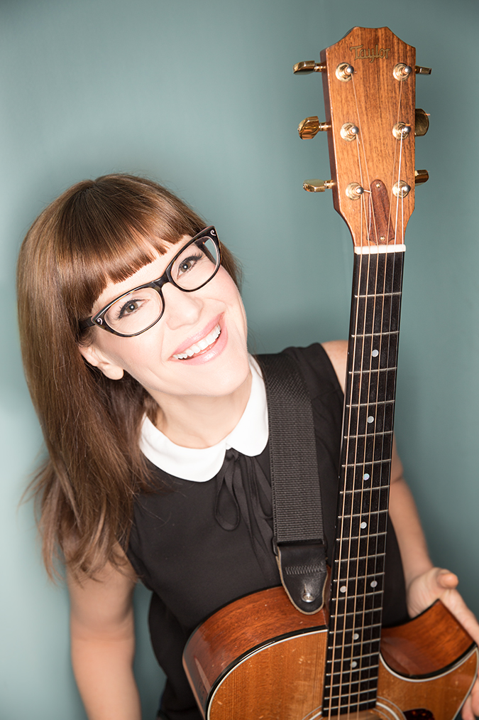 Lisa Loeb Photo Credit Juan Patino