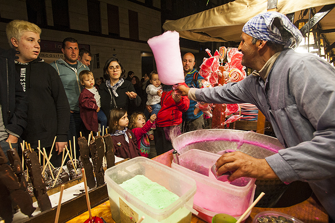 20170319©DAYFallasFestival3491.jpg Thousands of performers and spectators celebrate in Valencia, Spain on the last day of Fallas. Cotton candy at a confection booth.