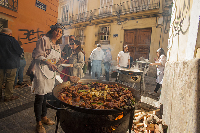 20170319©DAYFallasFestival4181.jpg Thousands of performers and spectators celebrate on St. Joseph's Day in Valencia Spian on the last day of Fallas. Falla Bolseria Tros-Alt club members cooking paella in the ally on St Josephs Day.