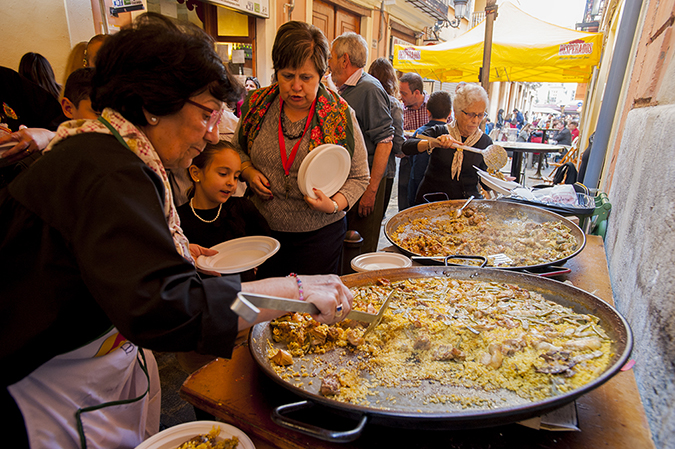 20170319©DAYFallasFestival4447.jpg Thousands of performers and spectators celebrate on St. Joseph's Day in Valencia Spian on the last day of Fallas. Falla Bolseria Tros-Alt club members cooking paella in the ally on St Josephs Day.