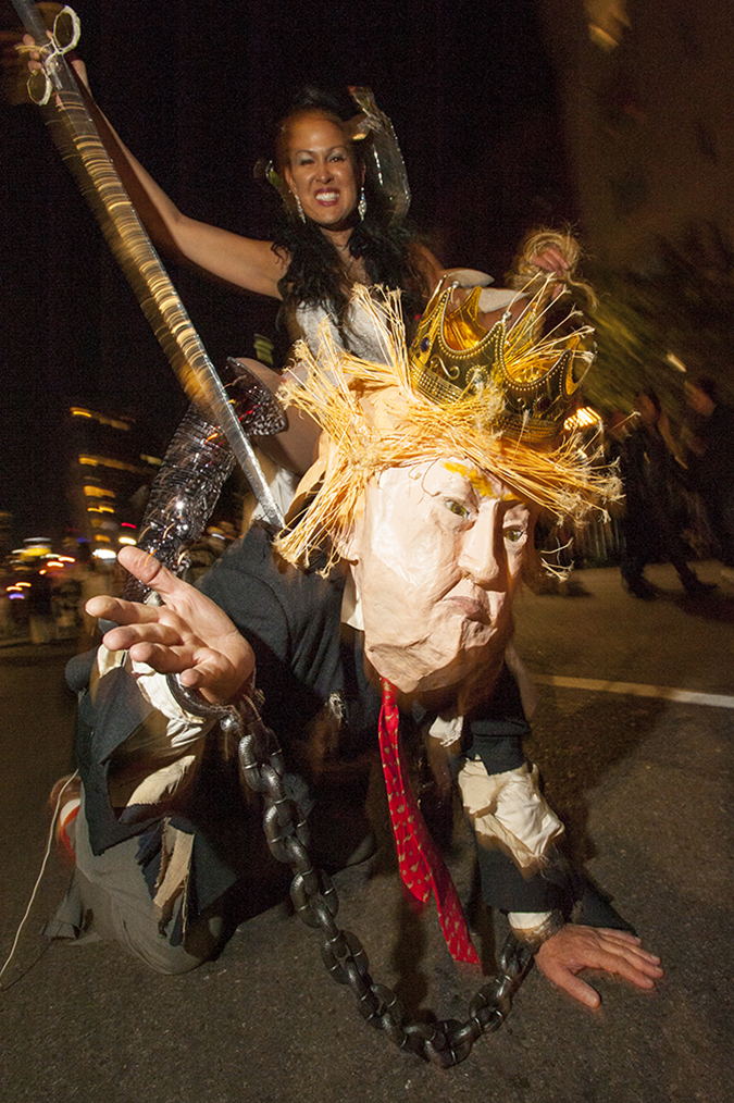 20171031©DAYHalloween1664.jpg The 44st Halloween Parade rolls up 6th Avenue as the giant skelton puppet leading the way.