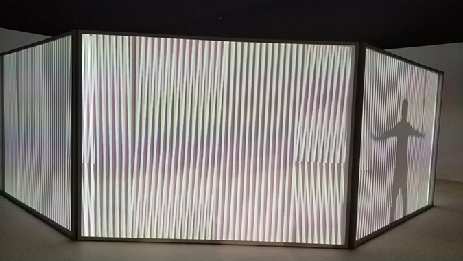 carlos cruz diez tranluscent chromointerferent environment