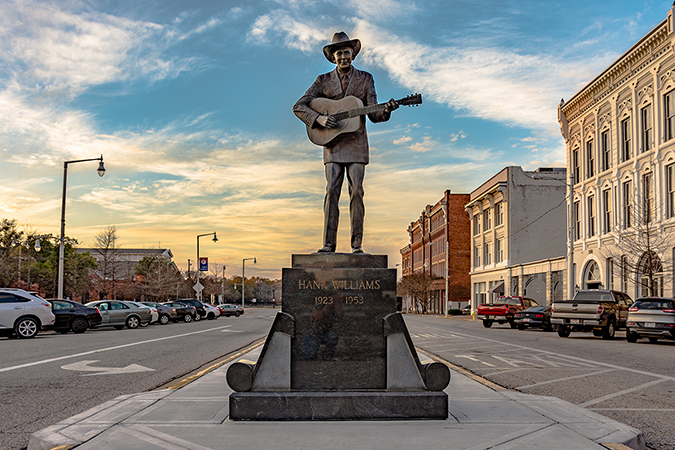 hank williams statue shutterstock embed