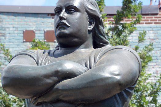 louis cyr statue - meunierd shutterstock