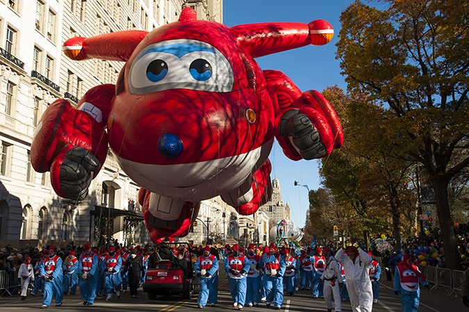 20181122©DayMacyPrde2018.jpg The 92st Macy's Thanksgiving Day Parade kicked off under sunny skies and cool temperatures as hundreds of thousands line the parade route to celebrate the clowns, floats, and balloons fly by, starting the holiday season in New York City.