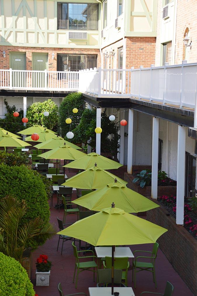 SHI Claudes Courtyard ©Southampton Inn