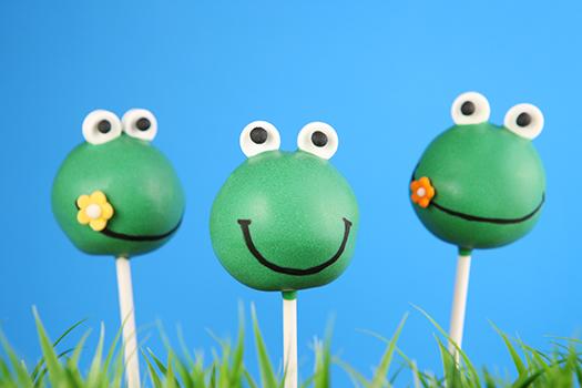 cake pop frogs - Olga Lyubkin - Shutterstock